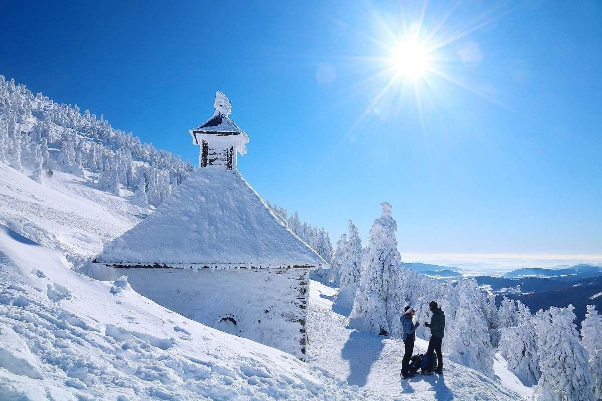 Vřesová studánka zapadaná sněhem